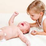 Детская ревность. Как помочь старшему ребенку принять младенца?